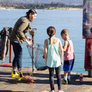 strearns_wharf_bait_and_tackle_crab_net_fishing